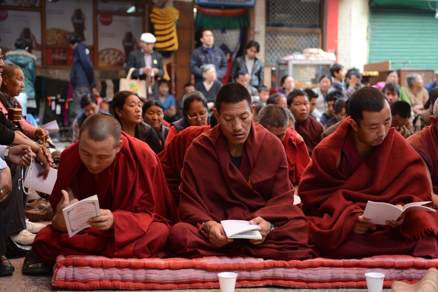 Exile Tibetan Buddhist monks pray to bring peace in Tibet