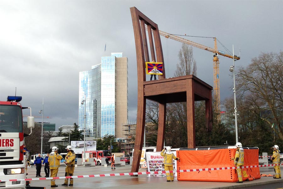 Lobsang Tsangmada carries a Tibetan flag atop Geneva's giant chair
